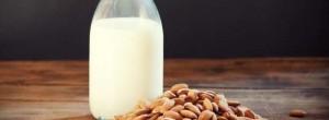 6 αλλαγές που θα παρατηρήσετε αν πίνετε καθημερινά γάλα αμυγδάλου με μέλι