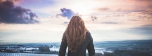 11 σημάδια που αποκαλύπτουν ότι έχετε ωριμάσει μέσα από δυσκολίες και όχι λόγω ηλικίας