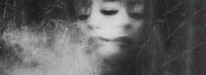 7 νοητικές υποθέσεις που προκαλούν δυστυχία και δηλητηριάζουν το πνεύμα