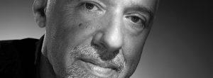 Paulo Coelho: Υπάρχουν στιγμές που πρέπει να ρισκάρεις, να κάνεις πράγματα τρελά.